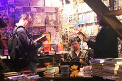 andré-mellagi-e-tarcisio-buenas-no-lançamento-da-revista-o-ultimo-leitor-morreu-cemiterio-de-automoveis-buenas-bookstore